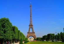 La torre Eiffel reabre tras más de ocho meses cerrada por la pandemia