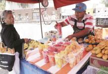 Reactivan economía comerciantes locales