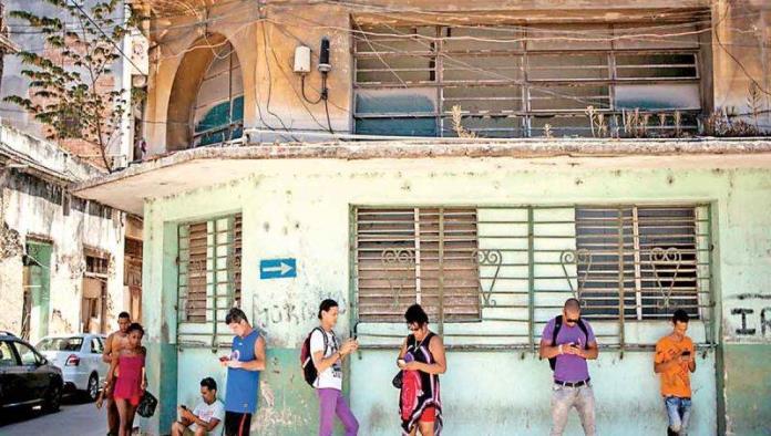 Cubanos libran el bloqueo digital