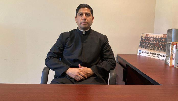 Acuden jóvenes a llamado sacerdotal