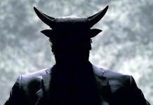 Cuernos, colmillos y tres dedos; Hombre se convierte en Satanas