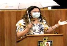 Goteras en Congreso de Nuevo León; Diputada saca paraguas