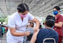 Se niegan maestros a vacunarse dos veces