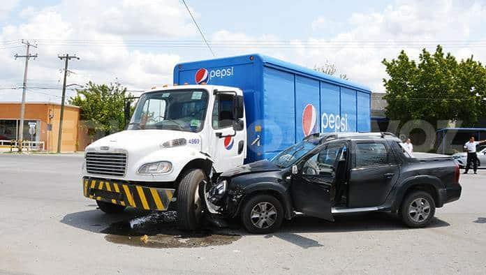 Se estrella abuelito con camión