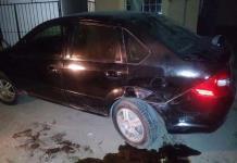 Se impacta con  auto estacionado