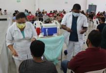 Aplican vacunas a mil personas