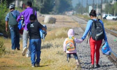 Acuden migrantes a centros de vacunación