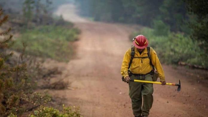 Incendios violentos están afectando al país, advierte Biden