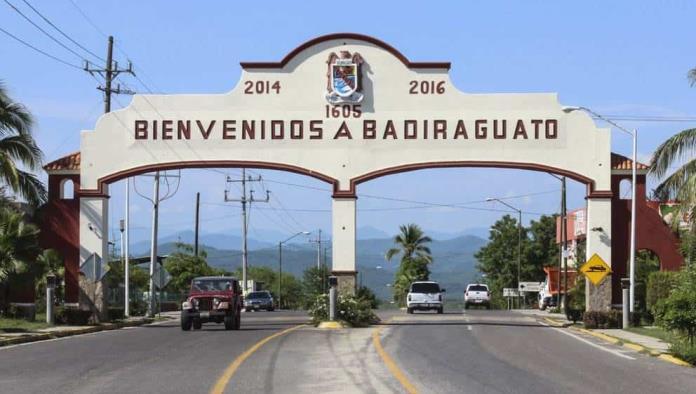 Grupo de personas bloqueó el paso a AMLO en su gira por Sinaloa