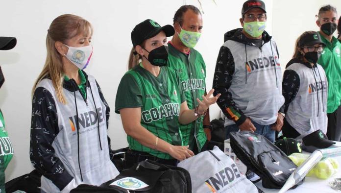 Visita INEDEC a equipos de Softbol