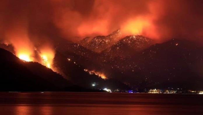 Alarma en Turquía; Incendios amenazan sitios históricos