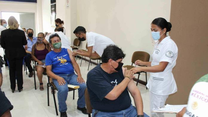 Faltan obreros de aplicarse vacuna