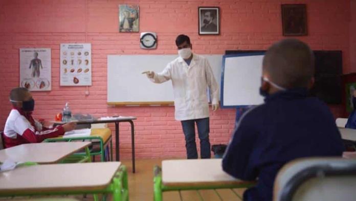 Obligatorio regreso de profesores