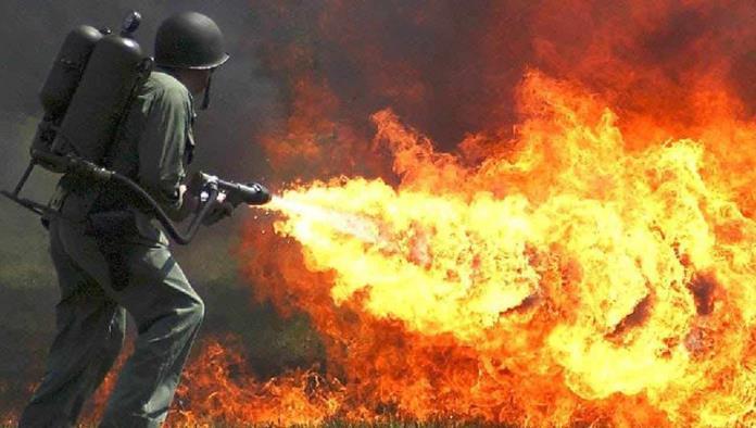 Solo en Rusia; Convierte su auto en un lanza-llamas