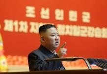 Kim Jong-Un aparece con misteriosa mancha en la cabeza