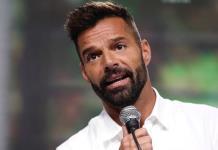 """""""No seas tan egoísta, olvídate de las conspiraciones; Ricky Martin llama a vacunarse"""