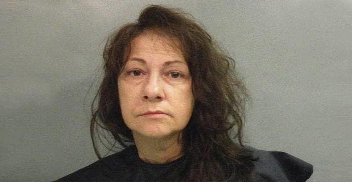Arrestan a mujer que conservaba el cadáver de su madre y recibía su pensión