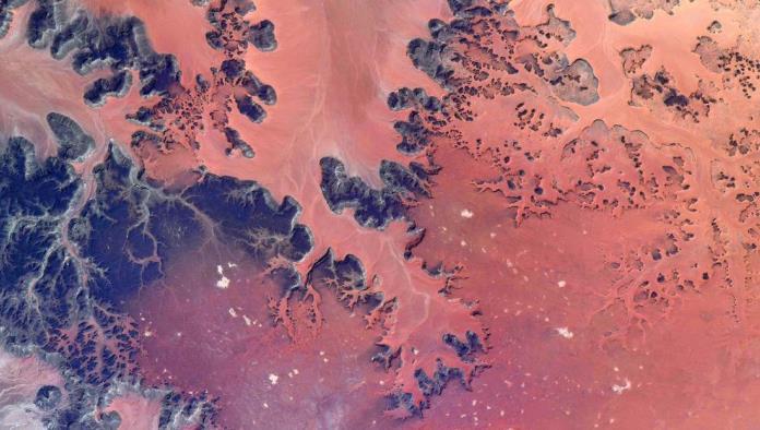 ¡No es Marte es el Sahara!; Astronauta comprarte increíbles fotos