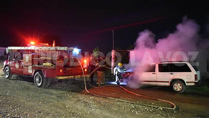 Se incendia camioneta