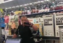 """Aprende inglés, no es México"": racista explota contra empleada de Walmart en USA"