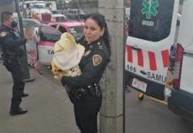 ¡De película!; Policías asisten parto en un taxi