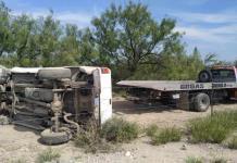 Vuelca camioneta