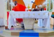 Sacerdote, monaguillos y fieles huyen de misa en pleno sismo en Haití