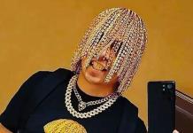 Dan Sur, el rapero que asegura tener implantes de cadenas de oro como cabello