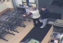 Hombre le inyecta su semilla a una mujer en el supermercado