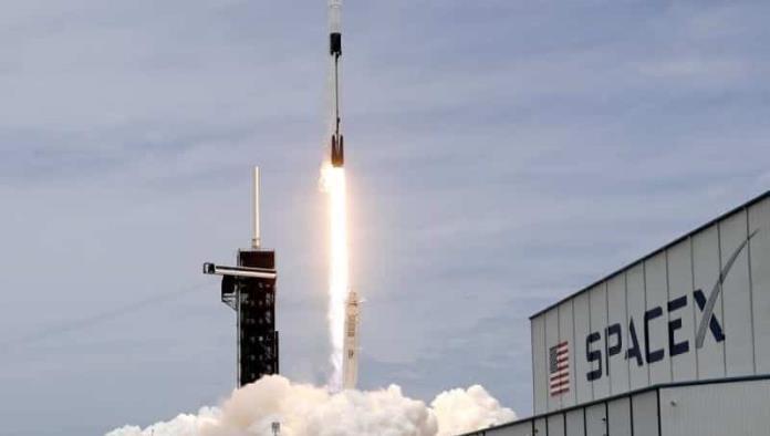 SpaceX para lanzar su misión de turismo espacial