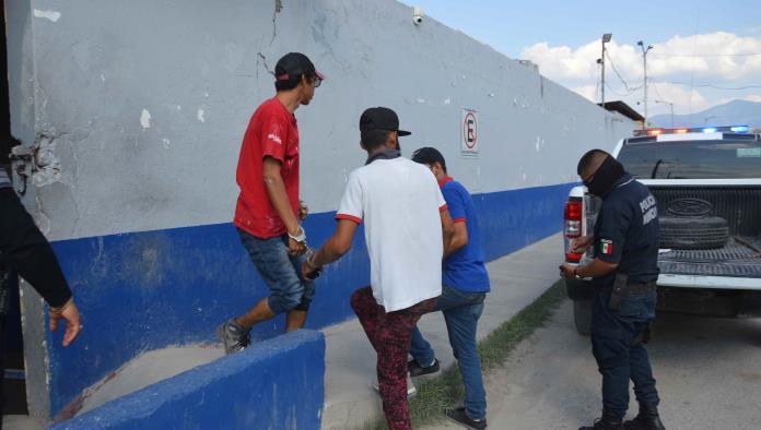 Detienen a tres  malvivientes Insultaban a los transeúntes