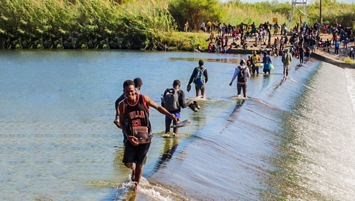 ´Invasión´ haitiana en cruce fronterizo  Acuña-Del Río