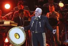 Vicente Fernández presenta pequeña mejoría; Reporte médico