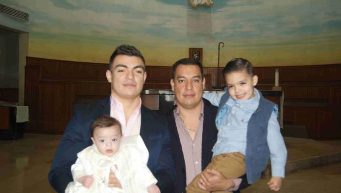 Leonardo y Juan Pablo Reciben la  bendición  bautismal