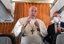 """""""De niños nos ponían y nadie decía ni ´mu´""""; Papa Francisco defiende a las vacunas"""