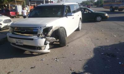 Un taxi resultó afectado causa choque al atravesarse