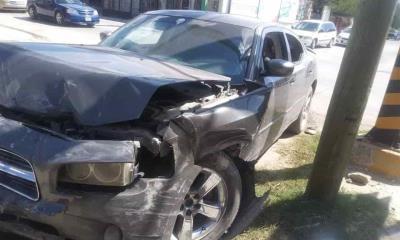 Imprudente abuelito ocasiona fuerte accidente vial
