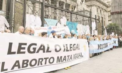 En contra doctores del aborto