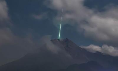 Meteorito cae en Monte Merapi, un volcán en Indonesia