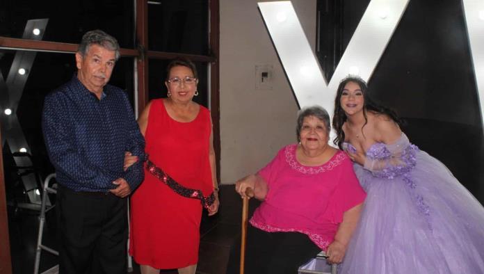 PAULA RUIZ  FESTEJA SUS  XV AÑOS