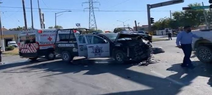 Imprudente conductor Impacta a elementos municipales