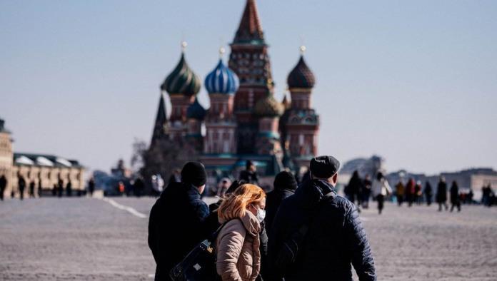 Rusia continúa rompiendo récords de muertes diarias por COVID