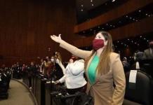 Merary Villegas, diputada de Morena, ignora a madre que suplica medicamentos oncológicos