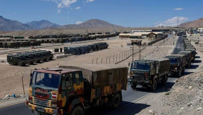 Aumenta la tensión; China despliega tropas en la frontera con India