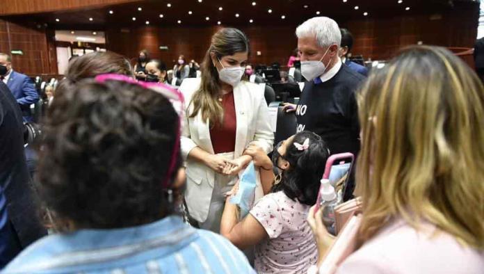Ante diputada de Morena; Madre suplica por medicinas oncológicas