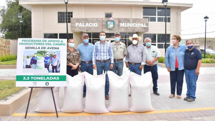 Entrega alcalde semilla de Avena
