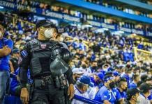Aficionados de El Salvador intentaron ingresar explosivos