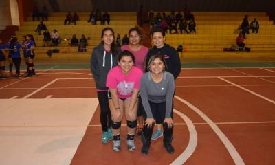 En el voleibol municipal  REVASA PINK  A QUEEN 2-0