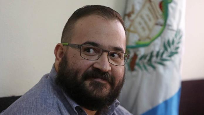 Aíslan a Javier Duarte por sospecha de contagio COVID