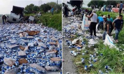 Venden cerveza robada de tráiler volcado en Linares